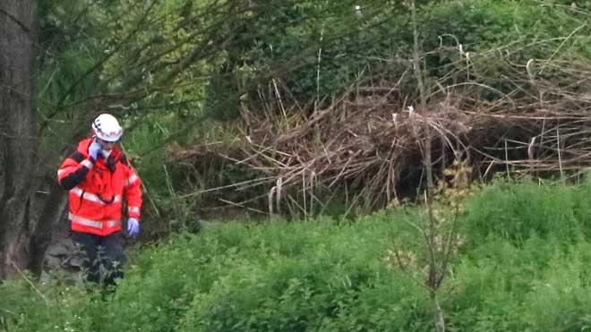 Labores de búsqueda de un ciclista que habría caído en una riera de Vic.