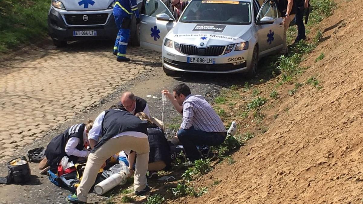 Los servicios médicos reaniman a Goolaerts.