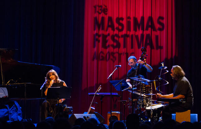 La cantante mallorquina Maria del Mar Bonet durante el espectáculo 'Homenatges'.