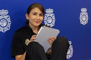 Carolina González, nueva community manager del perfil en Twitter de La Moncloa.
