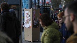 Carteles electorales de JxCat, cuyo cabeza de lista, Jordi Sànchez, está en prisión preventiva.