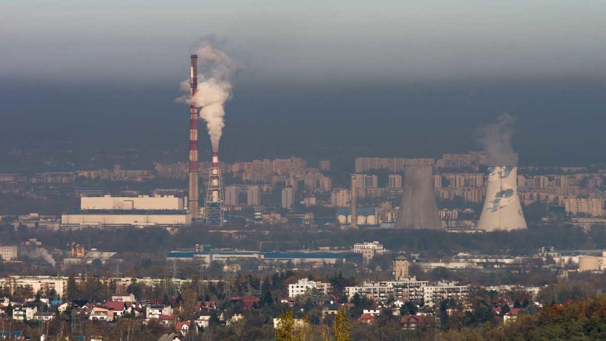 Contaminación del aire en la ciudad de Cracovia (Polonia).