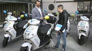 L'ajuntament aprova la taxa de 71,51 euros per cada bicicleta i moto compartida