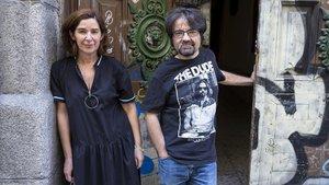Juan Casamayor con la también editora de Páginas de Espuma, Encarnación Molina.
