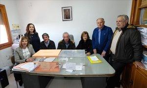 Los seis vecinos de Villarroya (La Rioja) han tardado solo 40 segundos en votar en estas elecciones.