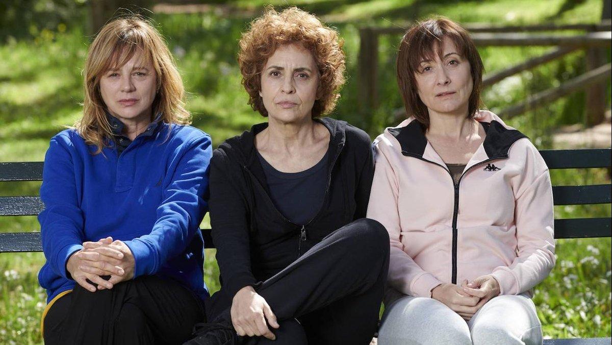 Emma Suárez, Adriana Ozores y Nathalie Poza, en 'Invisibles'