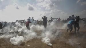 Enfrentamientos entre israelís y palestinos en Cisjordania con motivo del aniversario del estado de Israel.