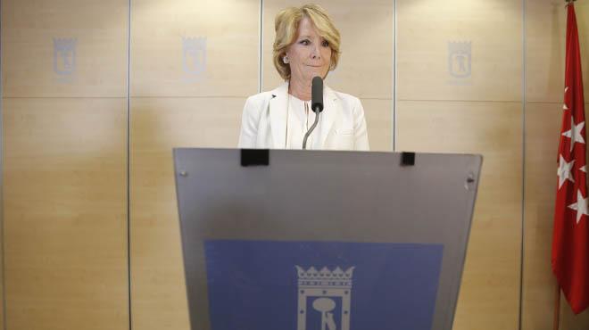 Esperanza Aguirre presenta su dimisión como concejal del Ayuntamiento de Madrid.
