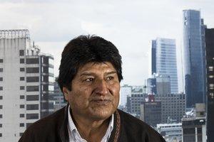 Evo Morales abandonó México y se refugió en Argentina.