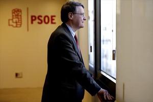 El exministro Jordi Sevilla, en la sede del PSOE en Madrid, durante unaentrevista.