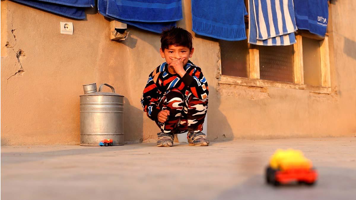 El famoso niño afgano seguidor de Messi, obligado a huir de su hogar por una ofensiva terrorista.