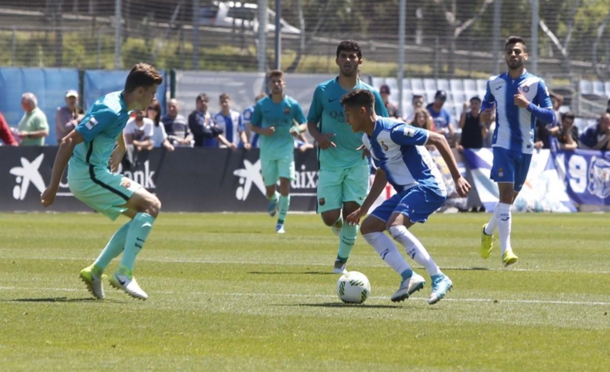 El Barça B hunde al Espanyol B en el derbi de filiales (0-2)