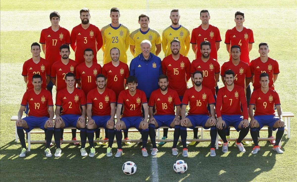 Fotografía oficial de la selección española de fútbol antes de su participación en la Eurocopa 2016 de Francia.