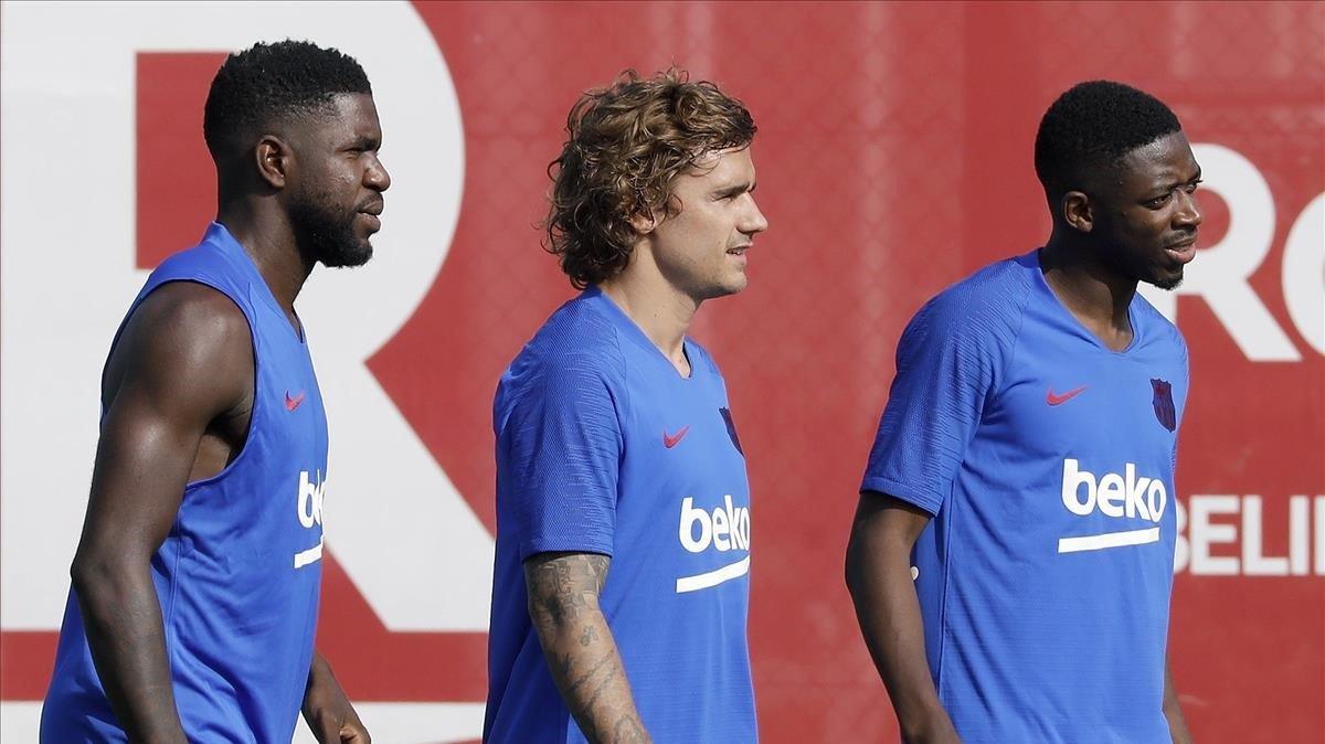 Griezmann, Umtiti y Dembélé, en el primer entrenamiento del Barça 19-20.