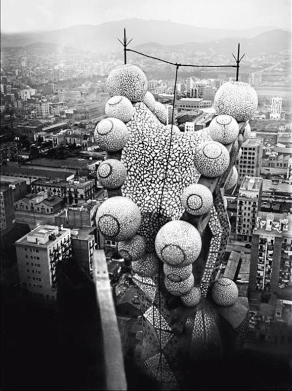 Gabriel Casas subió con su cámara a una de las torres de lafachadadelNaixementde laSagrada Família para retratar las obras en 1930.
