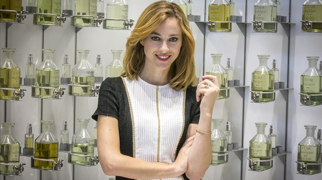 La actriz Marta Hazas, Clara Montesinos en la serie 'Velvet' (A-3 TV).