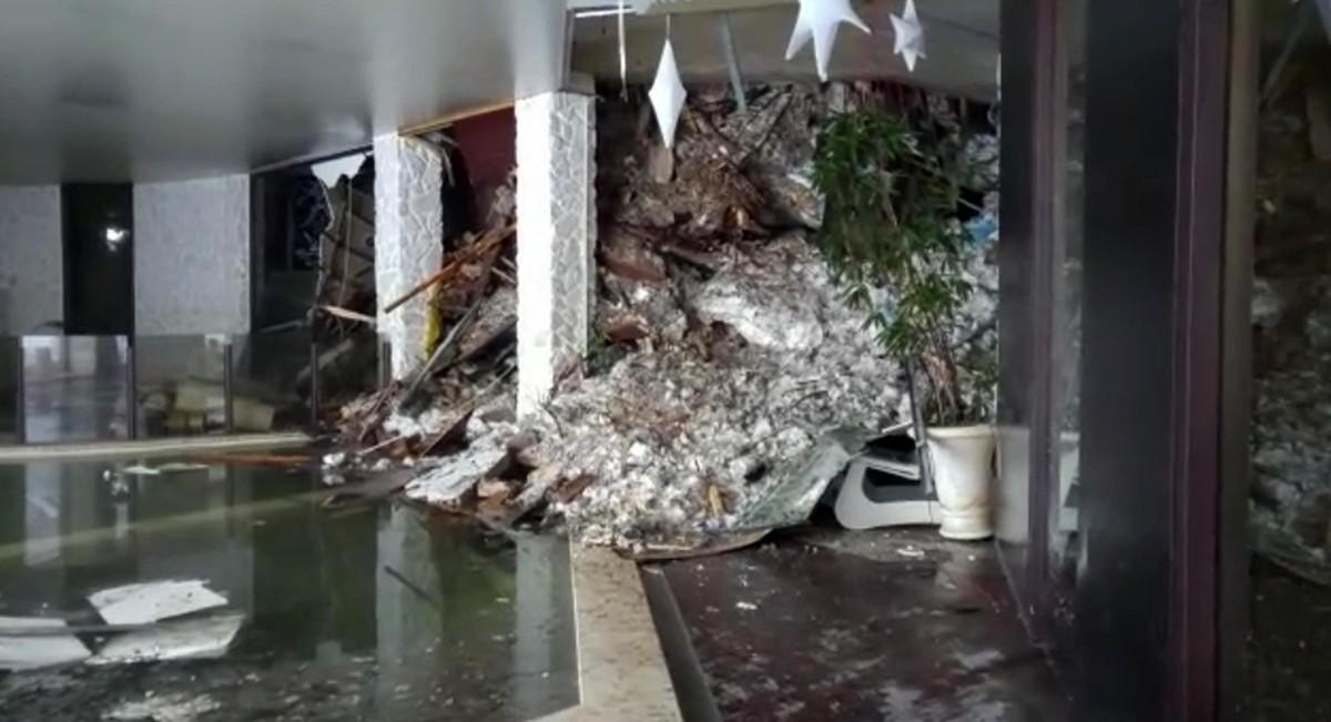 Interior del hotel Rigopiano tras el alud.