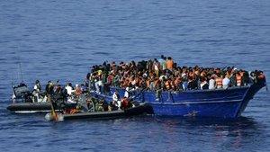Foto de archivo del rescate de 517 refugiados que navegaban a la derivafrente a las costas de Libia.
