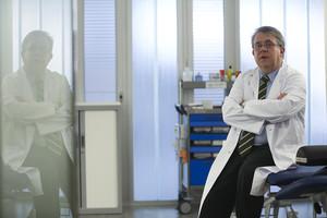 Jaume Padrós, en un consultorio médico.