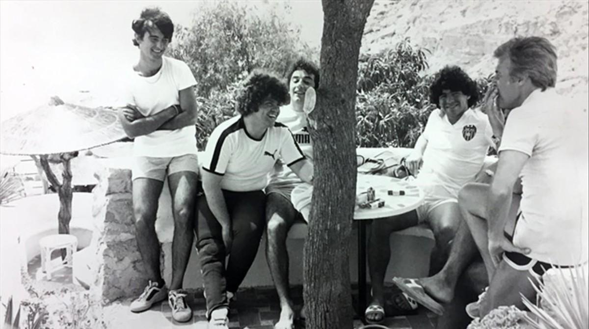 Fue el primer representante de Diego Maradona cuando era un adolescente.