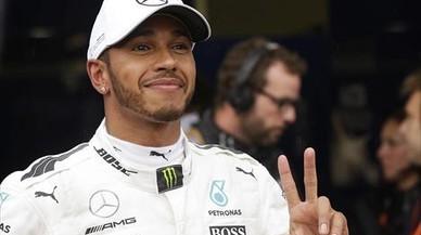 Ferrari le regala la novena victoria del año a Hamilton