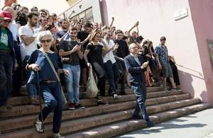 Lluís Pasqual, este viernes, en frente de un nutrido grupo de intérpretes y directores protagonistas de la próxima temporada 17-18.