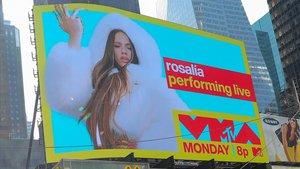 Rosalía, en los carteles de Times Square anunciando su actuación en los MTV.