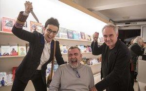 Carme Ruscalleda, Pau Arenós y Ferran Adrià, en la librería +Bernat.