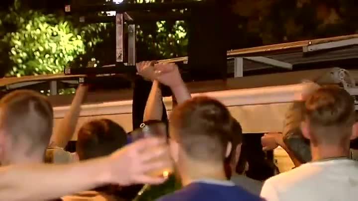 Los hooligans ingleses protagonizan altercados en las calles de Sevilla
