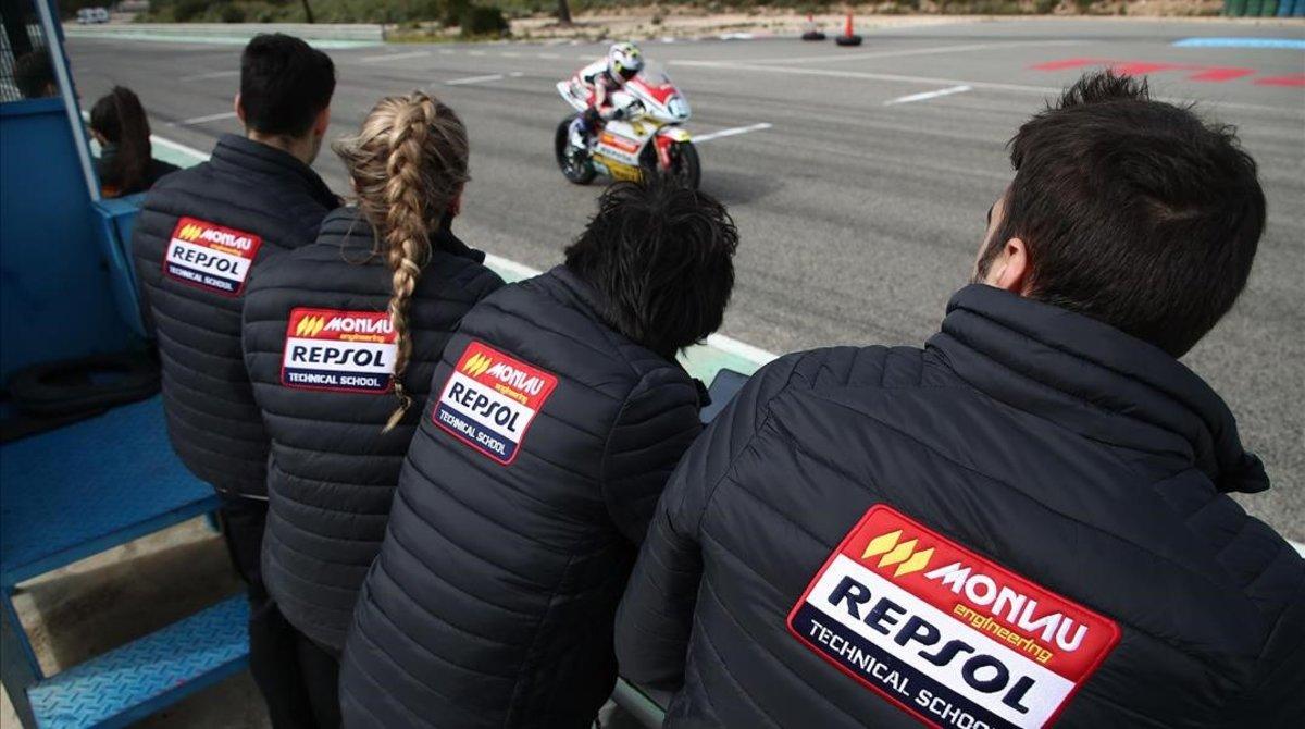 Los nuevos ingenieros de motorsport del Máster Monlau Repsol acuden a unas carreras en Montmeló como prácticas.
