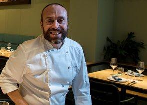 Víctor Ferrer, chef de Betlem y Bícnic, en la sala de este último restaurante.