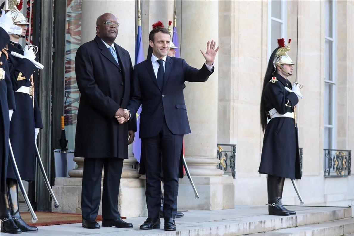 Macron recibe al presidente de Burkina Faso, Christian Kabore, en París.