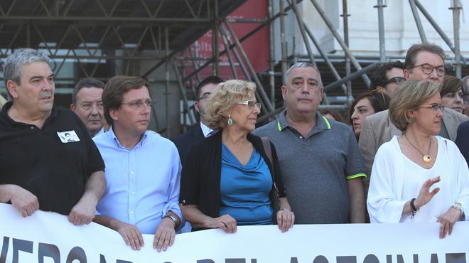 Les esbroncades i els insults a Carmena desllueixen la unitat en els homenatges a Miguel Ángel Blanco