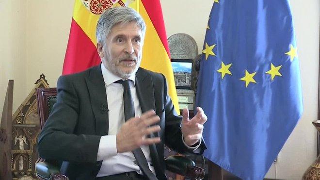 El ministro del Interior, Fernando Grande-Marlaska, hace un llamamiento a la sociedad para que se tome en serio las medidas de la desescalada porque la transición hacia la nueva normalidad será más difícil que el confinamiento total.