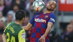 Braithwaite controla un balón durante el Barça-Eibar que significaba su debut.