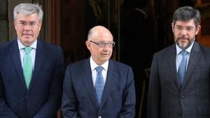 El ministro de Hacienda, Cristóbal Montoro,junto a los secretarios de Estado de Hacienda y de Presupuestos.