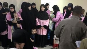Algunas de las mujeres rusas condenadas a cadena perpetua por un tribunal de Bagdad.
