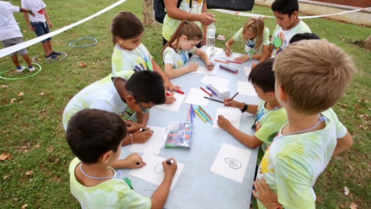 Niños y niñas participando en unos campamentos Baobab.