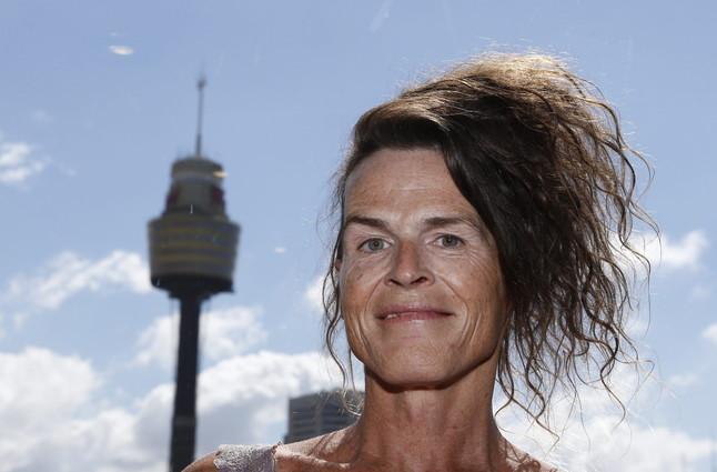 Norrie May-Welby posa después del fallo de lacorte de Australia, que leha dado la razónal legislar a favor del'tercer' sexo.