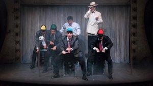 Los seis actores de Lehman trilogyen un momento del montaje.