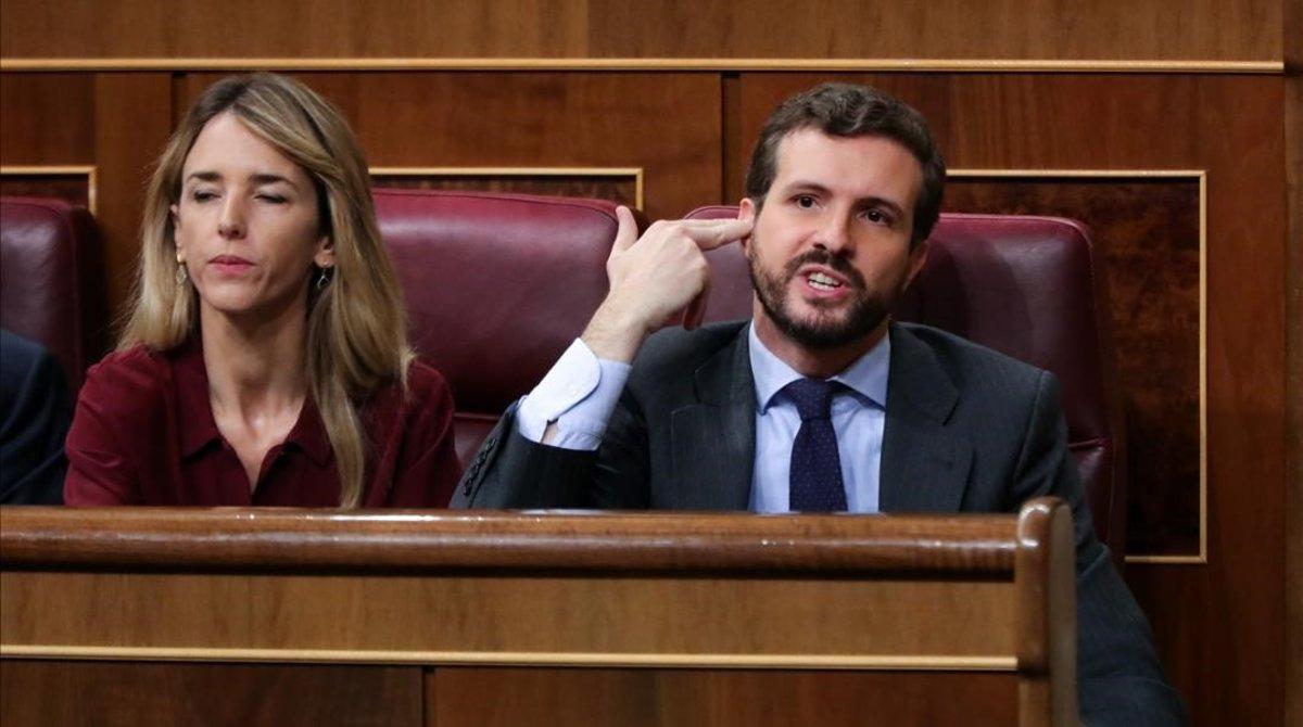 Pablo Casado gesticula durante la intervención de Mertxe Aizpurua, de EH Bildu.