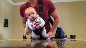Un padre y su bebé triunfan en Facebook al ritmo de Michael Jackson