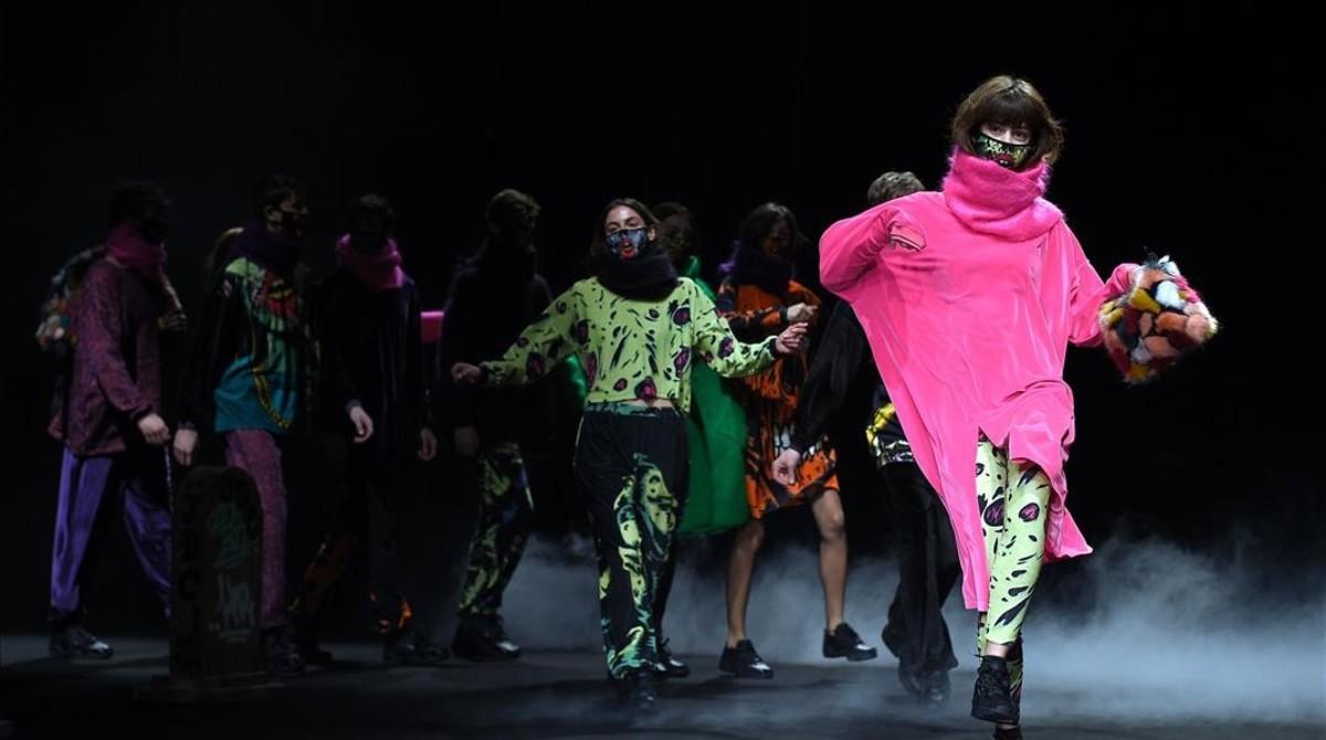 Diseños deKrizia Robustella, en la pasarela 080 Barcelona Fashion celebrada en el mes de febrero del 2017.