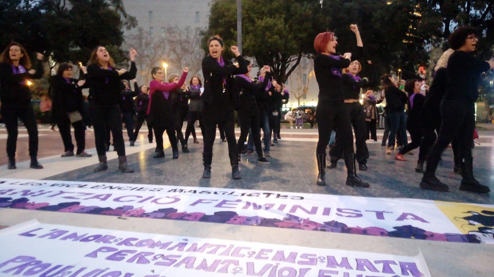 'Performance' en la plaza de Catalunya de Barcelonapara desmontar los mitos del amor romántico en San Valentín