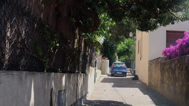 Una niña de 8 meses muere atropellada por una furgoneta desfrenada en Premià de Dalt