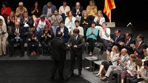 Puigdemont y Junqueras durante el acto político Garanties per a la Democràcia que tuvo lugar el 4 de julio en el Teatre Nacional.