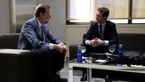 Casado y Rajoy mantienen la primera reunión tras las primarias