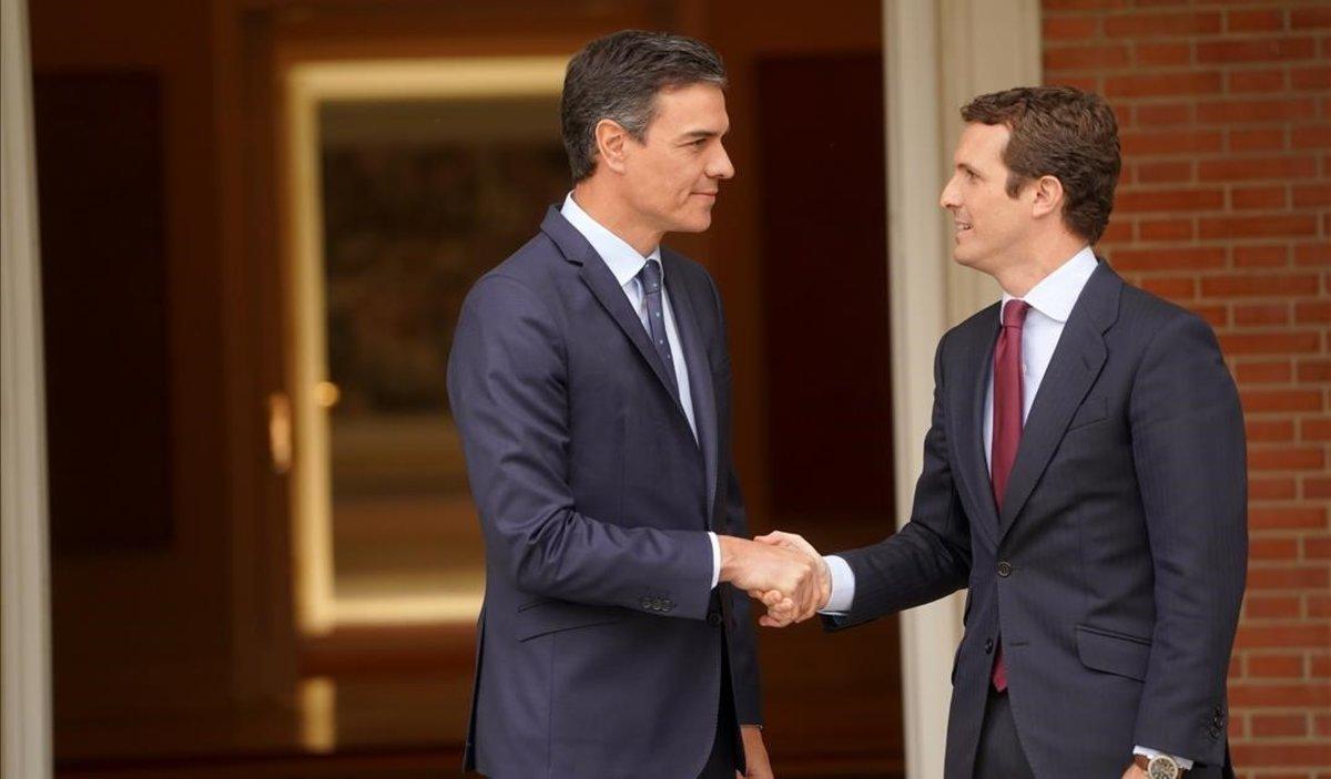 Casado pide a Sánchez que el nuevo Gobierno no dependa del independentismo