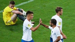 El joven portero del Rostov (izquierda), abatidotras encajar uno de los 10 goles del Sochi.