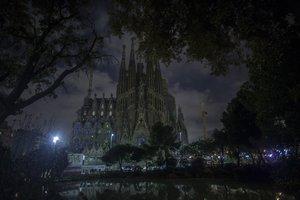 La Sagrada Familia, a oscuras, en una edición pasada de la 'Hora del Planeta'.
